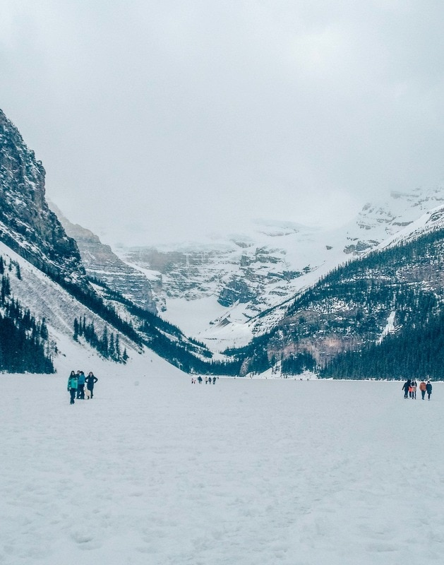 How to visit Lake Louise in Winter Guide