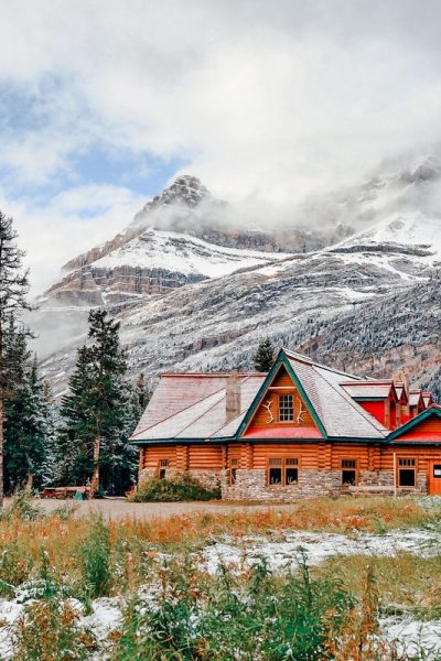 Find the 16 best airbnbs in Banff National Park for your upcoming trip. This expert list also includes rentals from Lake Louise and Canmore!