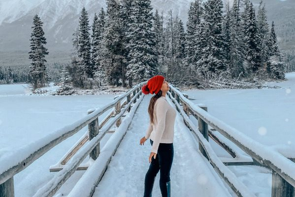 Snowshoeing in Pyramid Lake Things to do in Jasper in winter