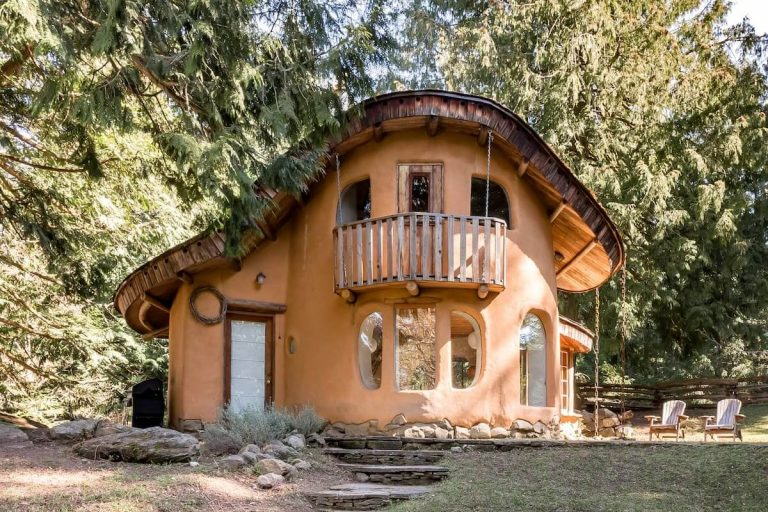 12 Best Airbnbs in British Columbia for an EPIC stay