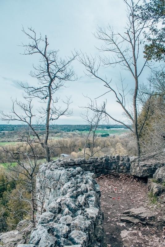 Rattlesnake Point Stone Walls Easy hikes near Toronto