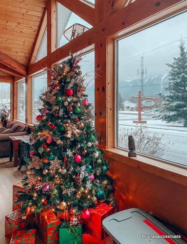 Christmas decorations in the mountains - Canmore Rocky Mountain Inn